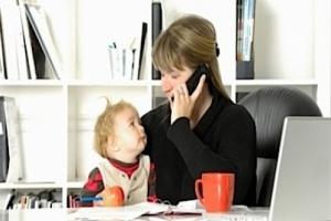 Исследование: работающие мамы, счастливее и здоровее, чем домохозяйки