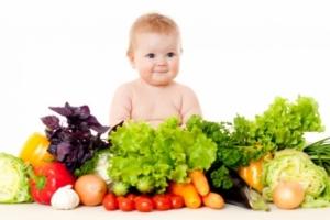 В детском рационе питания необходимо увеличивать потребление фруктов и овощей