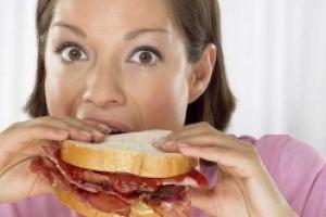 Каковы основные причины переедания?